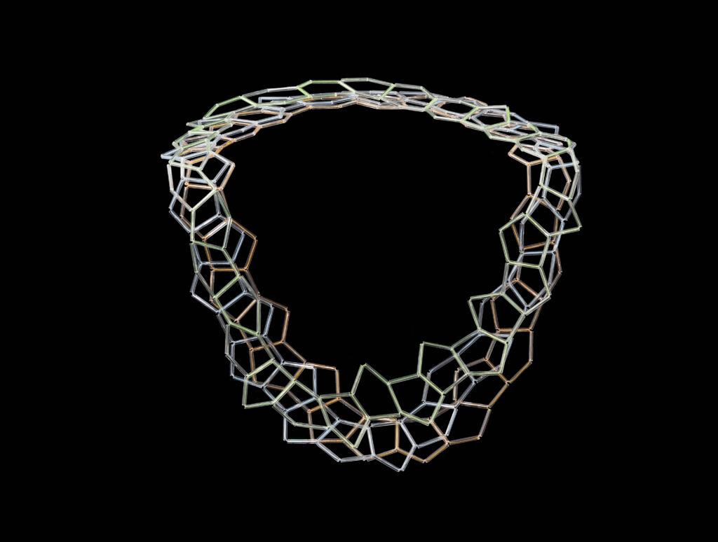 Hilde Foks Fullereen collier 3x- nylon:glas-2015 foto Rob Ouwerkerk jpg kopie